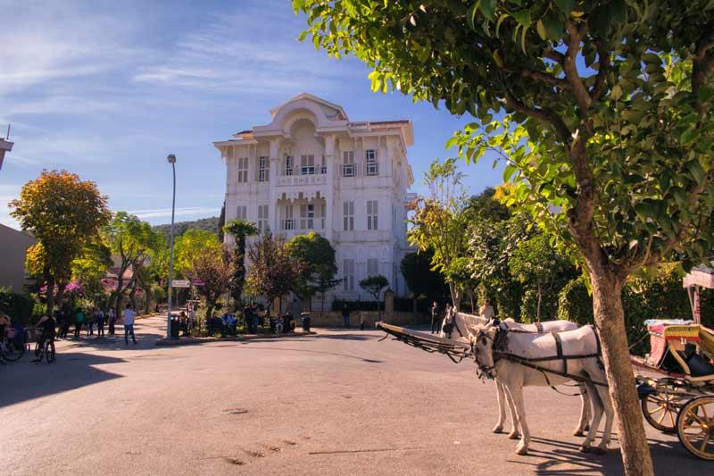 Büyükada köşkleri, Agopyan Köşkü, Büyükada sokakları