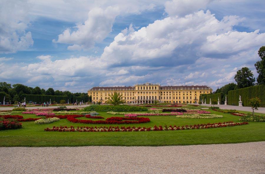 Schönbrunn Sarayı, Schönbrunn Sarayı nerede, Schönbrunn Sarayı tarihi, Schönbrunn Sarayı giriş ücreti, Schönbrunn Sarayı bahçesi